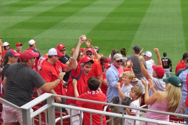 Nats fan grabs the ball Ryan Zimmerman