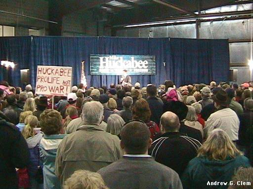 Huckabee rally crowd