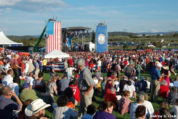 Romney rally crowd