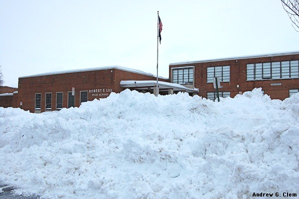 R. E. Lee High School, snow